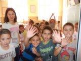 Μαθητές Β΄ τάξης με τη δασκάλα τους